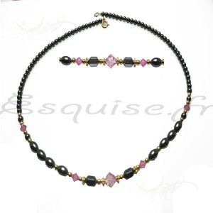 Collier mi long de perles noires