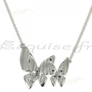 Collier papillon aux ailes brillantes